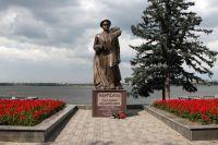 Памятник генералу Василию Маргелову на набережной имени Ленина в Днепропетровске.