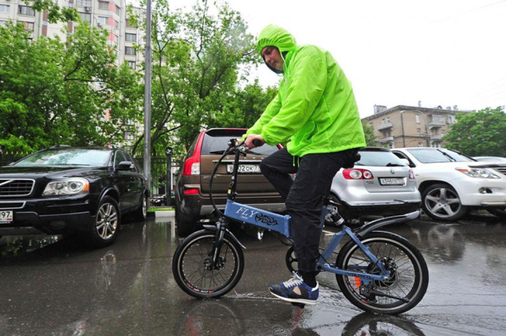 Руководитель департамента природопользования и охраны окружающей среды Москвы Антон Кульбачевский также принял участие в акции «На работу на велосипеде».