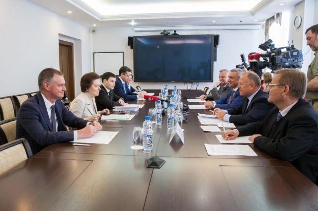 Переговоры Натальи Комаровой и Йозефа Маршичека.