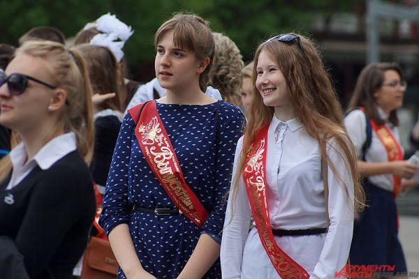 Последний звонок в Перми прозвенел для 13,3 тысяч выпускников.