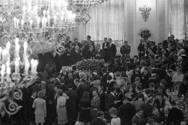 Президентская чета на приеме в Георгиевском зале Большого Кремлевского дворца съездов.