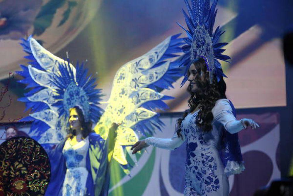 Ведущим гала-концерта выступил шоумен Тимур Родригез, который также является выпускником Российской студенческой весны.