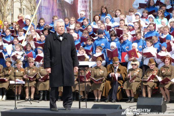 Артисты выступили под управлением заслуженного деятеля искусств России Евгения Морозова.