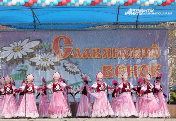 Танец в исполнении творческого коллектива.