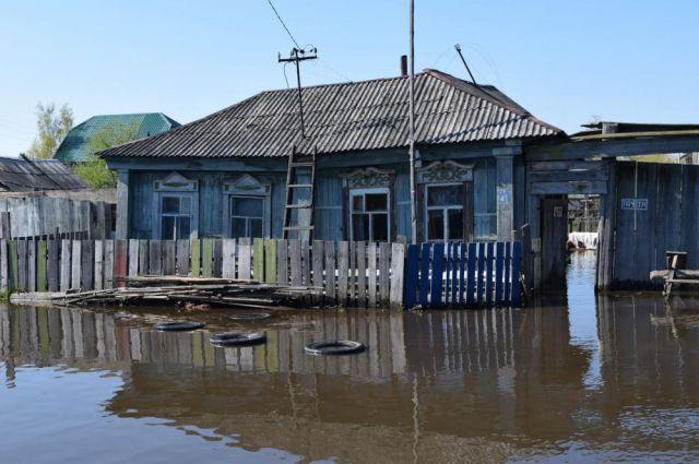 Уровень воды в Иртыше уже начал спадать.
