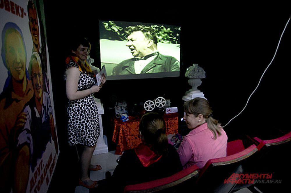В кинотеатре посмотреть советское кино.