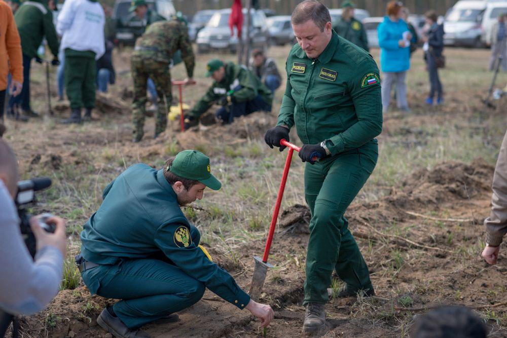 И руководитель Федерального агентства лесного хозяйства Иван Валентик.