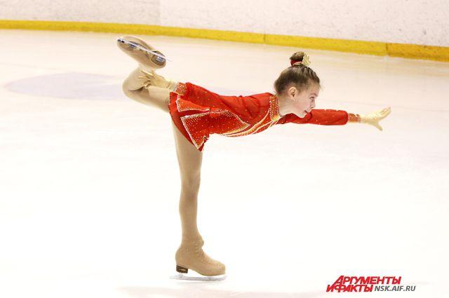 Новая школа фигурного катания открылась в Новосибирске.