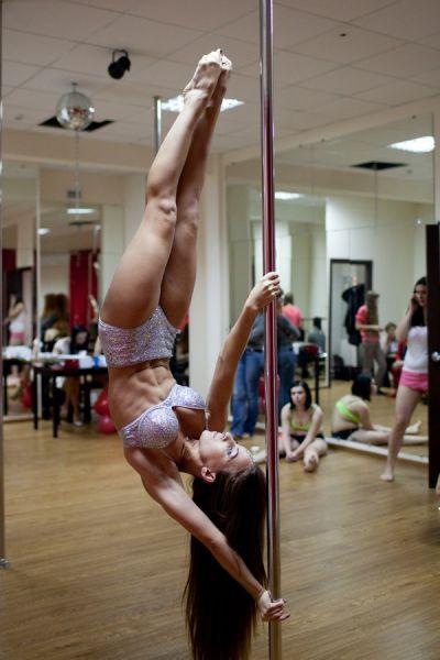 Пилоном Евгения занималась ещё до фитнеса - полгода, считает его интересным видом спорта и уверена, что обязательно в него вернётся.