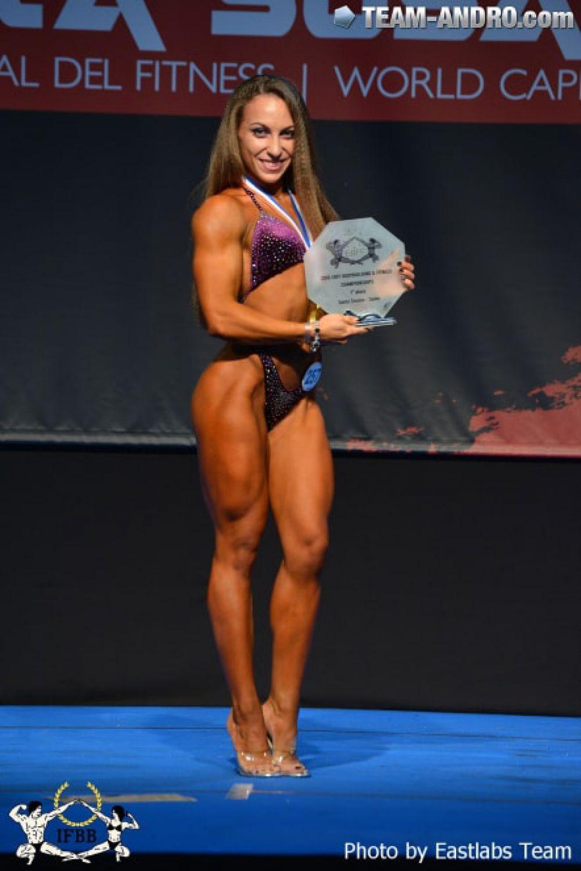 В категории «высоких» спортсменок было 14 претенденток, что очень прилично для фитнеса.