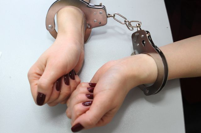 Женщину арестовали, подозревают в краже денег ТСЖ.
