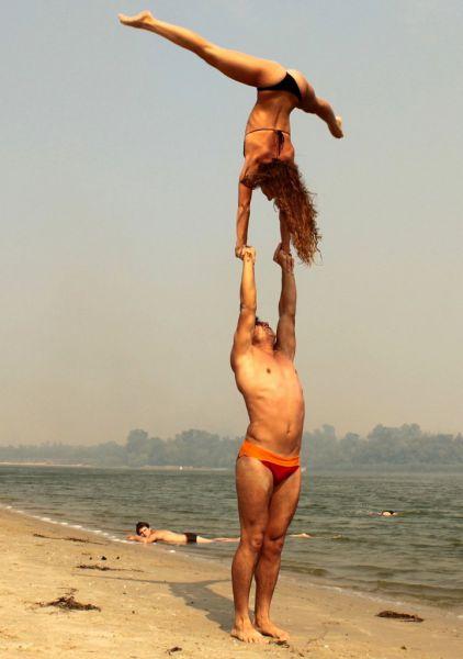 Парная акробатика: развлечения на берегу Дона ещё в школьном возрасте.