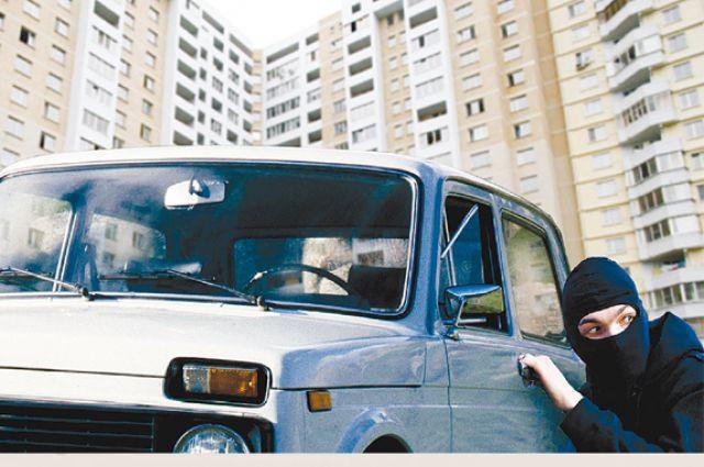 Злоумышленник угнал автомобиль ВАЗ-21013.