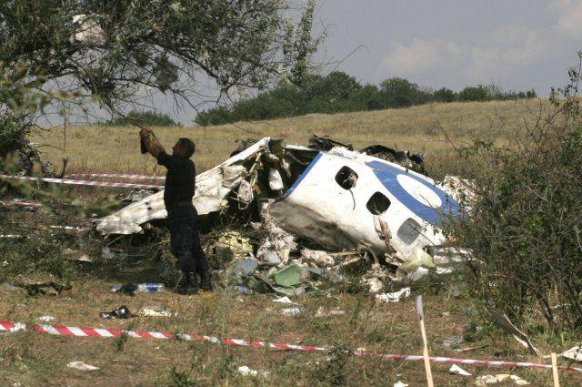 Обломок самолета, летевшего из Анапы в Петербург в 2006 году.