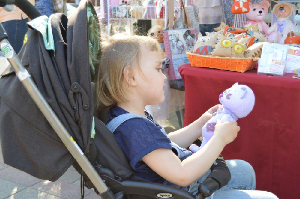 Мягкие и невероятно красивые игрушки ценят не только взрослые, но и дети.