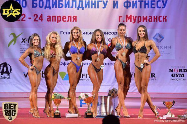 На общем фото чемпионата России - девушки из Москвы и Санкт-Петербур. Все друг с другом давно знакомы, в отличных отношениях.