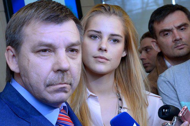 Главный тренер сборной России по хоккею Олег Знарок и его дочь Алиса.