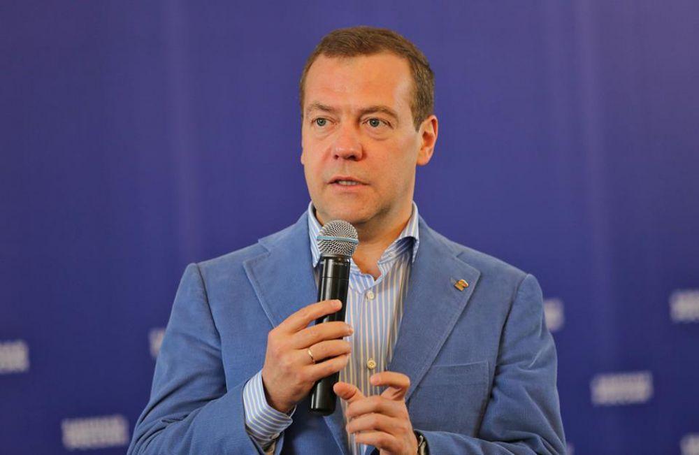 22 мая в Крыму, как и во всей России, проходил праймериз. В этот день Медведев приехал в Севастополь, чтобы встретиться со всеми региональными участниками предварительного голосования