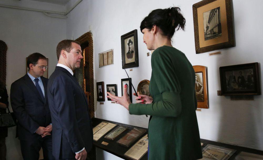 Однако общее состояние крымских музеев глава правительства оценил как «далеко не блестящее». По его словам, нужно восстанавливать здания, помещения, коммуникации, инфраструктуру.
