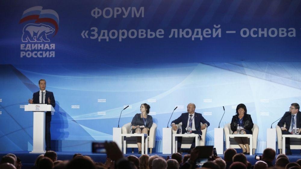 Затем премьер-министр открыл пленарное заседании форума «Здоровье людей – основа успешного развития России»