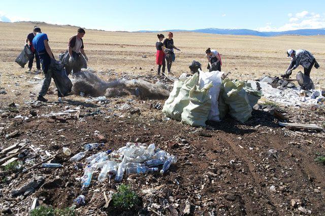 Без волонтёров остров погрязнет в отходах.