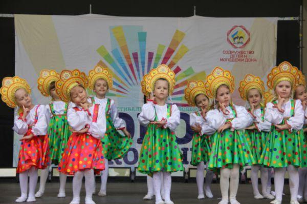 Также выступали приглашённые творческие коллективы – образцовый хореографический коллектив «Дансер», студия детского танца «Выкрутасы».