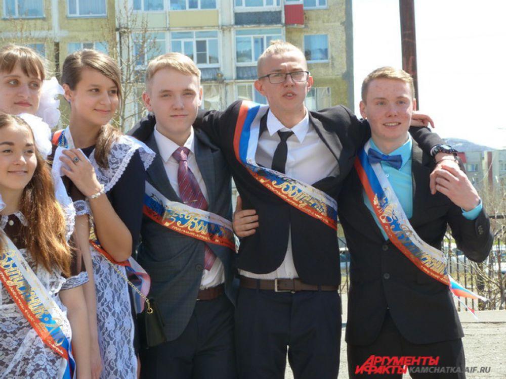 Выпускники СОШ №42.