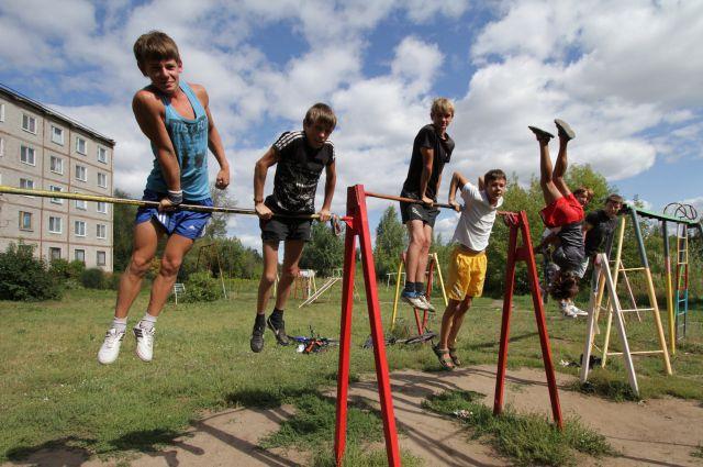 Заинтересованные в успешной сдаче ГТО ребята серьёзно подходят к физкультуре.