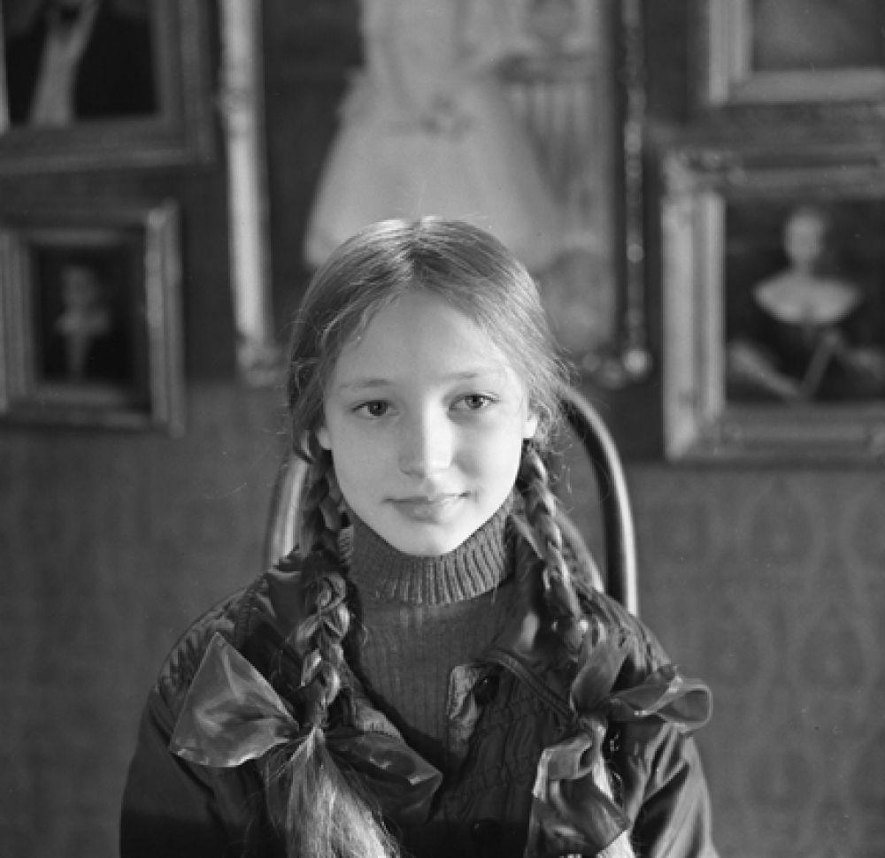 Кристина Орбакайте в роли Лены Бессольцевой в художественном фильме «Чучело». Съёмки фильма проходили с сентября 1982 по март 1983, а премьера состоялась 9 января 1984 года в московском Доме кино.
