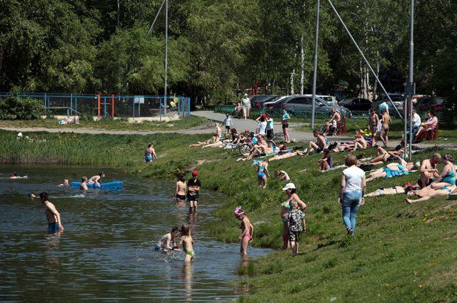 Люди купаются там, где удобно. Запреты многих не останавливают