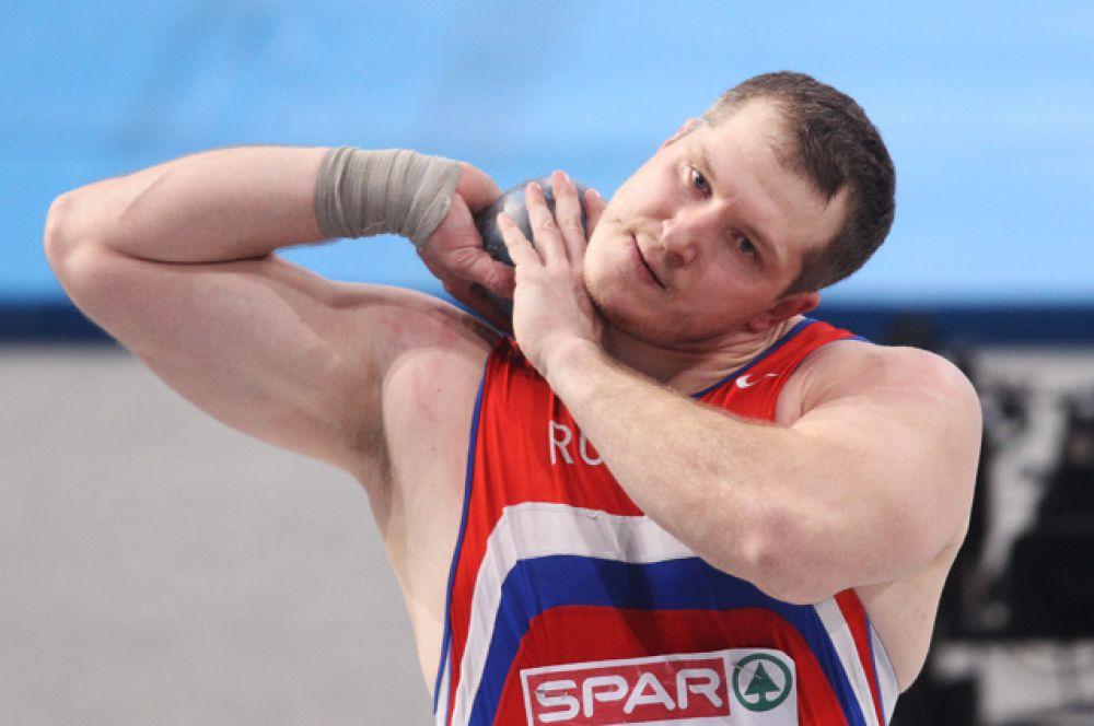 Иван Юшков, толкание ядра.
