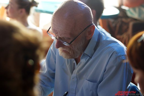 Председателем жюри стал руководитель Пермской арт-резиденции Юрий Лапшин.