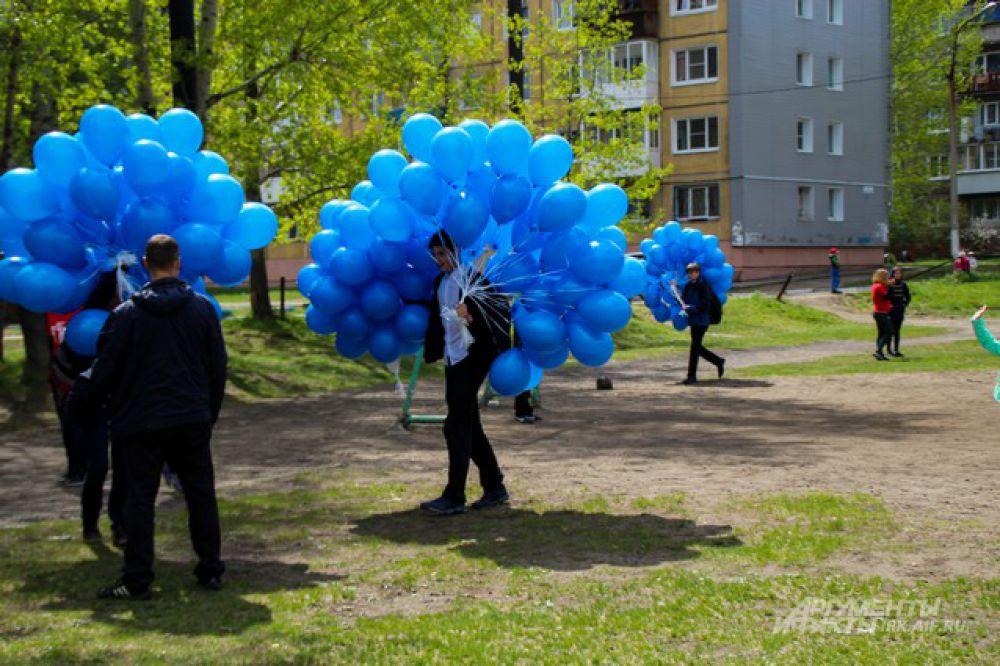 Голубые шары принесли в акцию особенную краску.