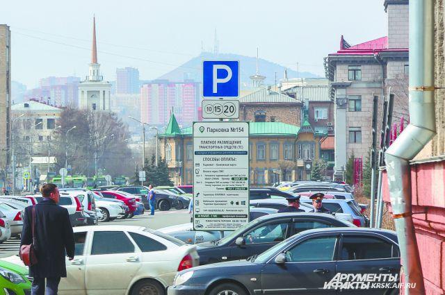 Люди паркуют автомобили, но редко кто платит.