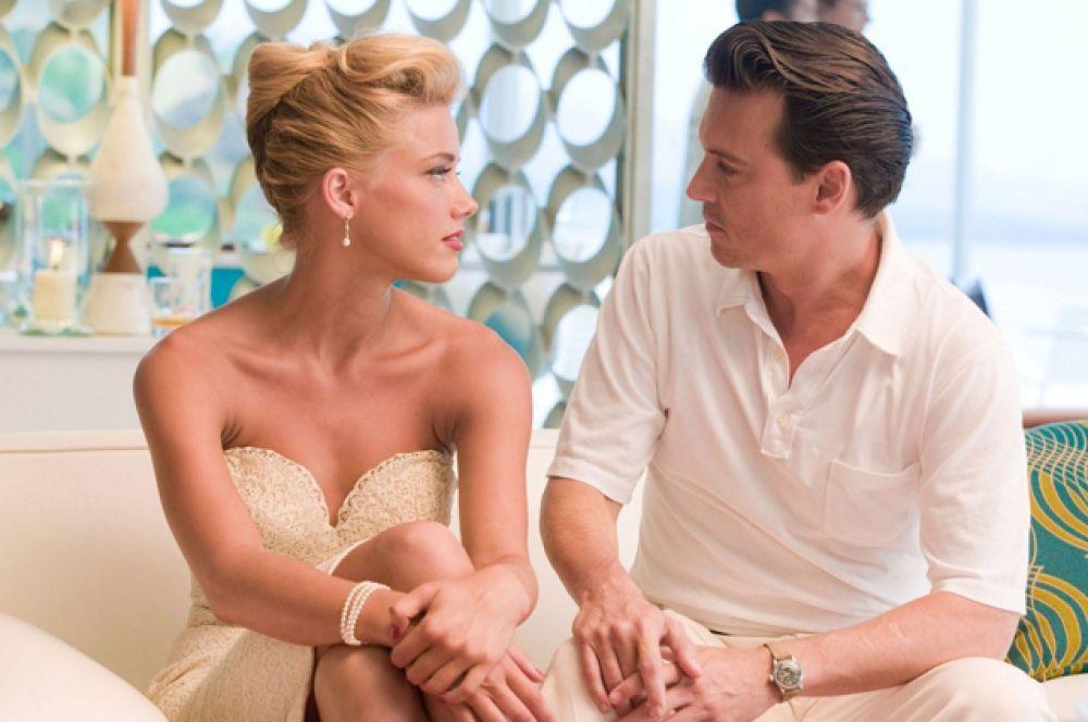 Причиной разрыва стали отношения Деппа с партнёршей по фильму «Ромовый дневник» Эмбер Хёрд, начавшиеся в 2011 году. В январе 2014 года он сделал ей предложение, а в феврале 2015 года Депп и Хёрд поженились.