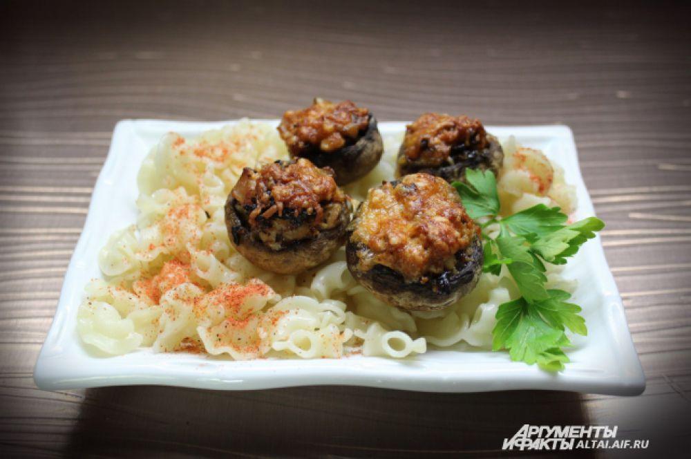 Готовые грибочки выкладываем на блюдо или подаем с гарниром.