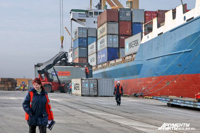 Дмитрий Медведев подписал распоряжение о расширении порта Калининград.