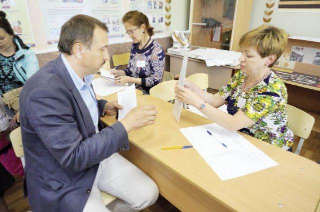 Валерий Шептунов проголосовал на избирательном участке в школе № 40.