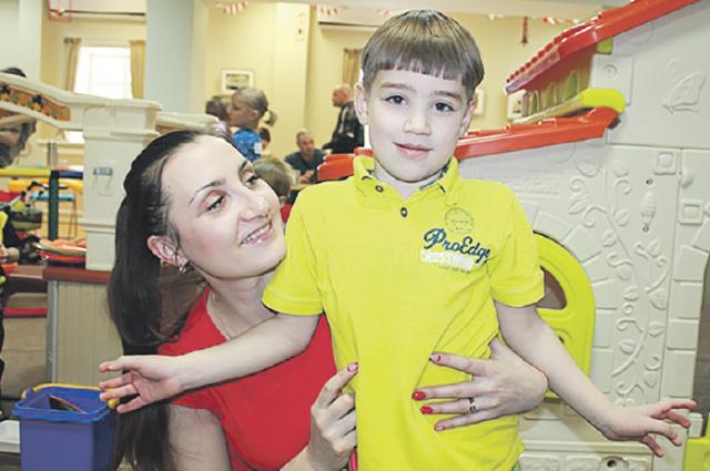 Дима и мама Валерия надеются, что мы сможем им помочь!