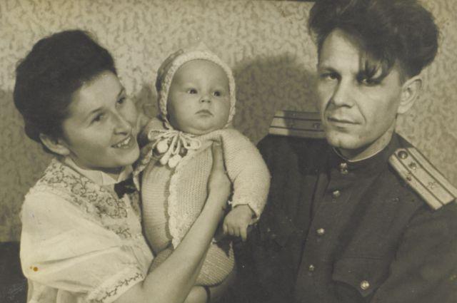 Сына Валентина назвала в честь деда, героя-разведчика - Костей.
