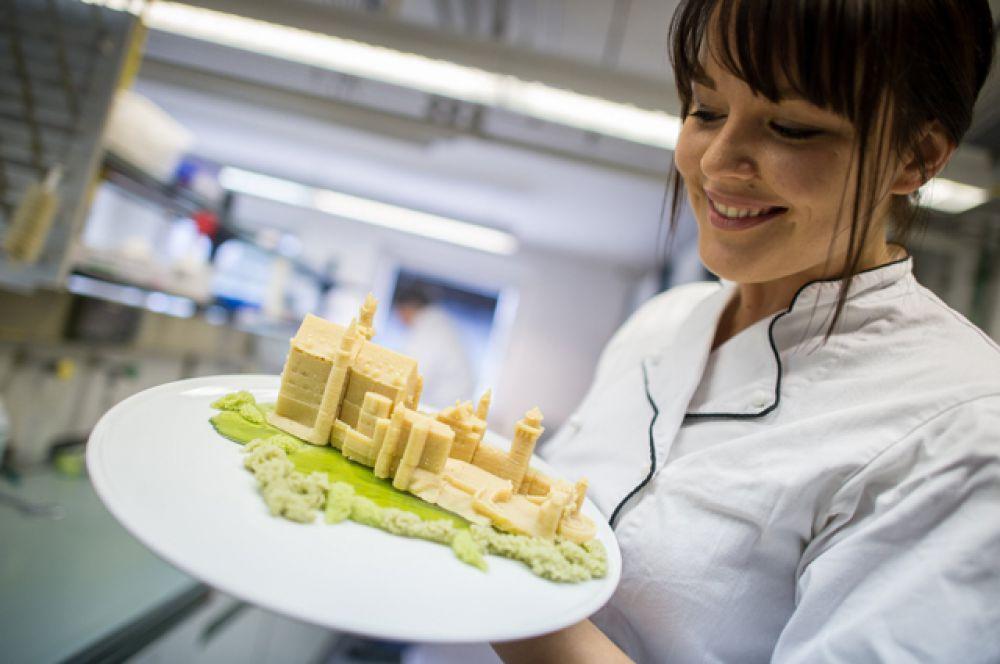 Еду. Сейчас едой, напечатанной на 3D-принтере, никого не удивишь. Уже созданы 3D-принтеры по производству пиццы, сладостей и шоколада.