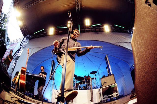 В 1998 году «Сплин» выпускает «Гранатовый альбом» и в одночасье группа становится знаменитой.