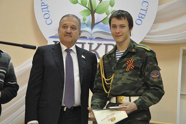 Владимир Быков уделяет много внимания воспитанию молодежи.