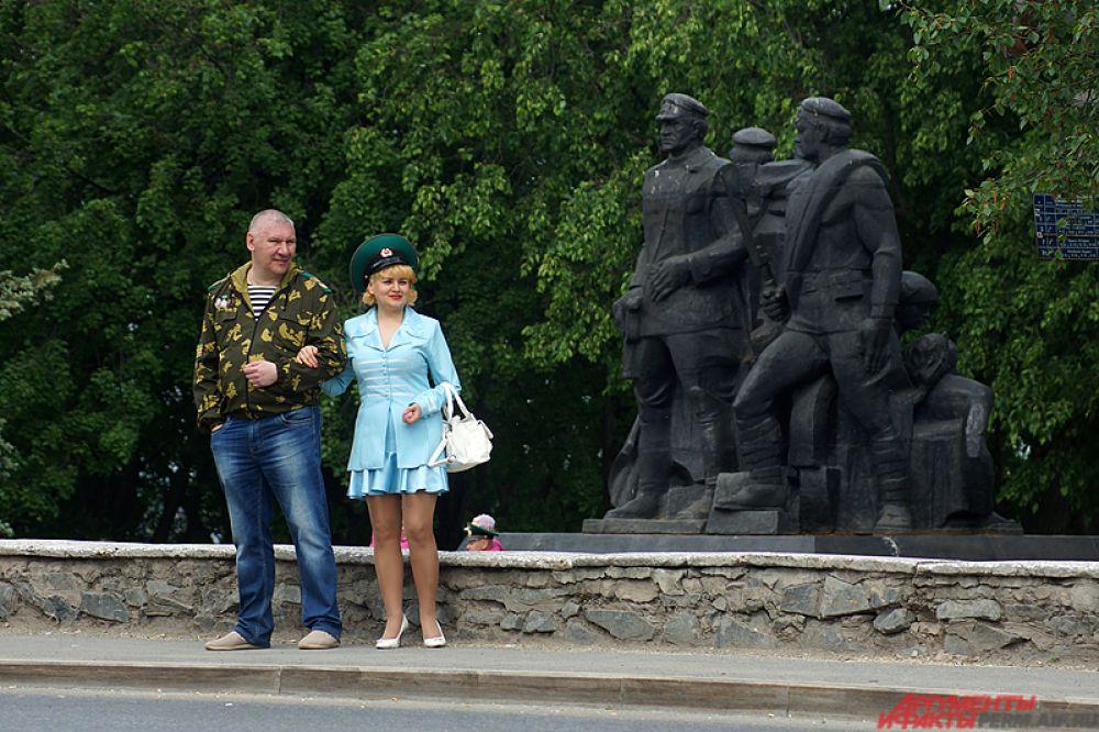 Многие военные пришли на праздник вместе с жёнами и детьми.