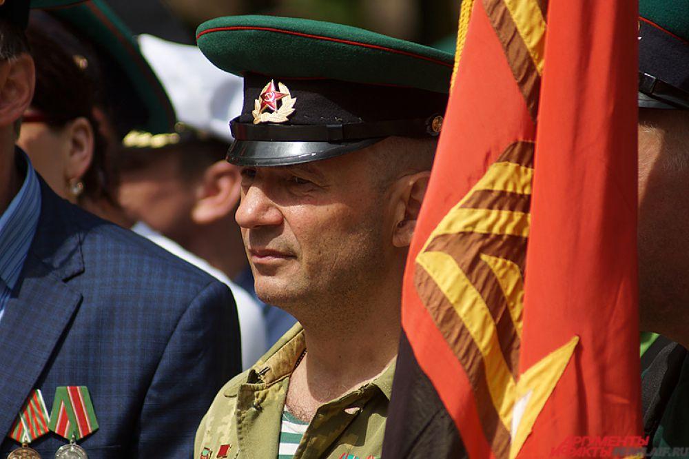 Поздравление пограничников у памятника «Разорванное братство».