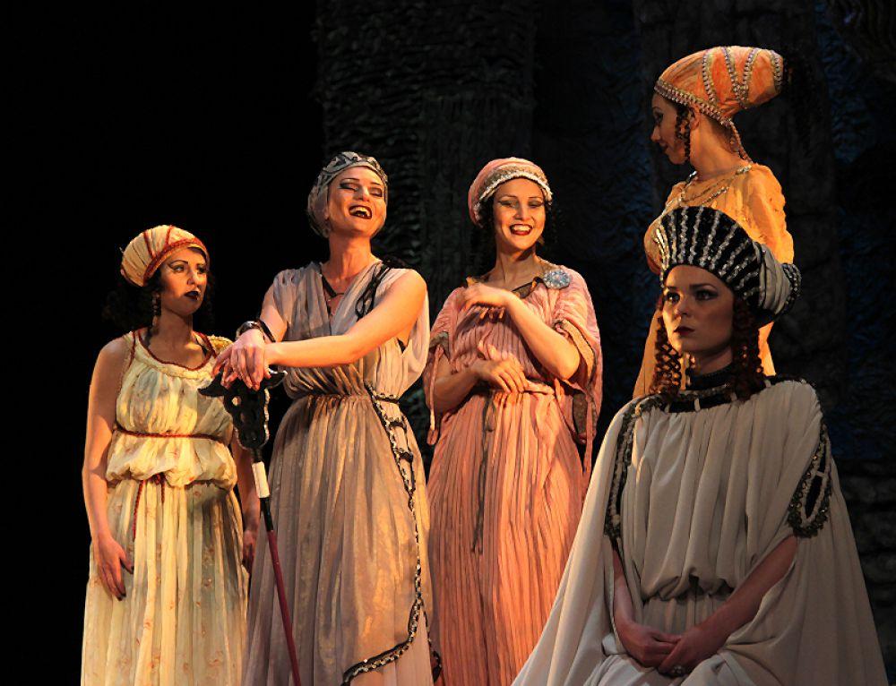 Собрались женщины всей Эллады
