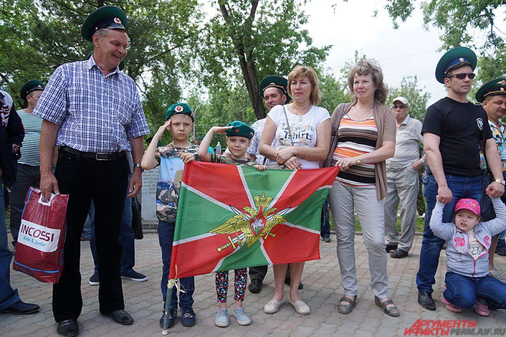 Завершились празднества на стадионе «Юность» культурно-спортивной программой.