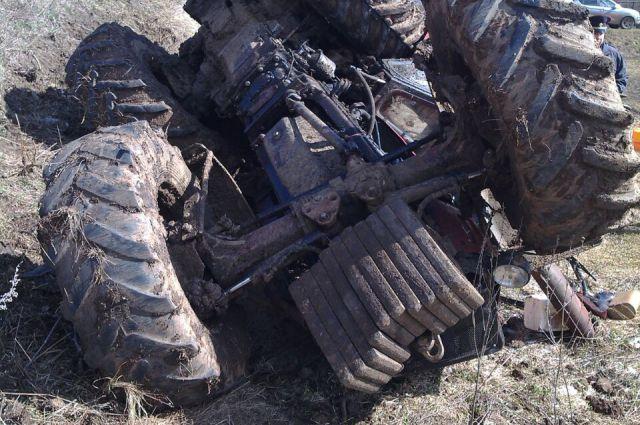Трактор упал с обрыва
