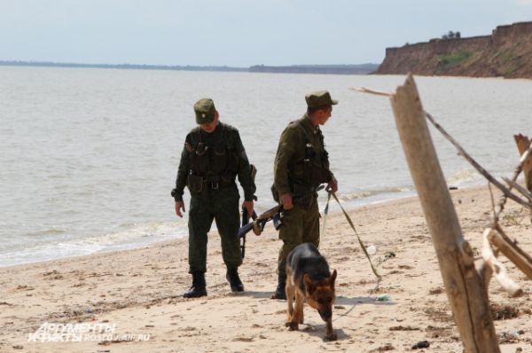 Погранзастава в поселке Приазовский обслуживает и сухопутную, и морскую границу. За мысом Таганрогского залива находится Азовское море, рядом Мариуполь, Украина.