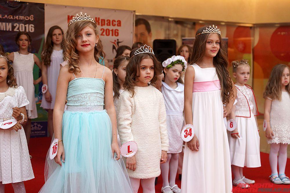 Победительницами стали сразу три очаровательных пермячки - Анастасия Коробкова, Алиса Базюк и Валерия Гуменюк.